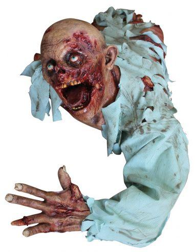 decoracin the crawler halloween