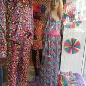 🌼Nuevo escaparate Flower Power🌸 #leondisfraces #disfracescristina #tiendadedisfraces #alquileryventa #disfraces #70scostumes #leonesp #vestidosetentero