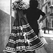 Otro año más sin ponerse el #vestidodeflamenca. Esperemos que sea el último🤞. Os recordamos que alquilamos y vendemos #trajesdeflamenca 💃💃 y que con los #bonosconsumoleón podéis ahorraros un 25% en la compra 🎉. (Foto desconocida) #disfracescristina #tiendadedisfraces #alquileryventa #leondisfraces #leonesp #disfracesonline #feria2021 #feriadeabril2021 #vestidogitana
